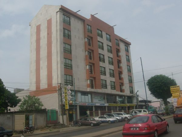HOTEL SERENA PALACE A BALI-DOUALA.
